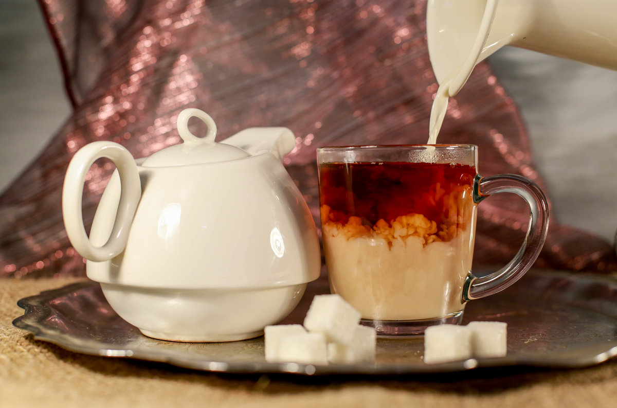 чай с молоком очищает
